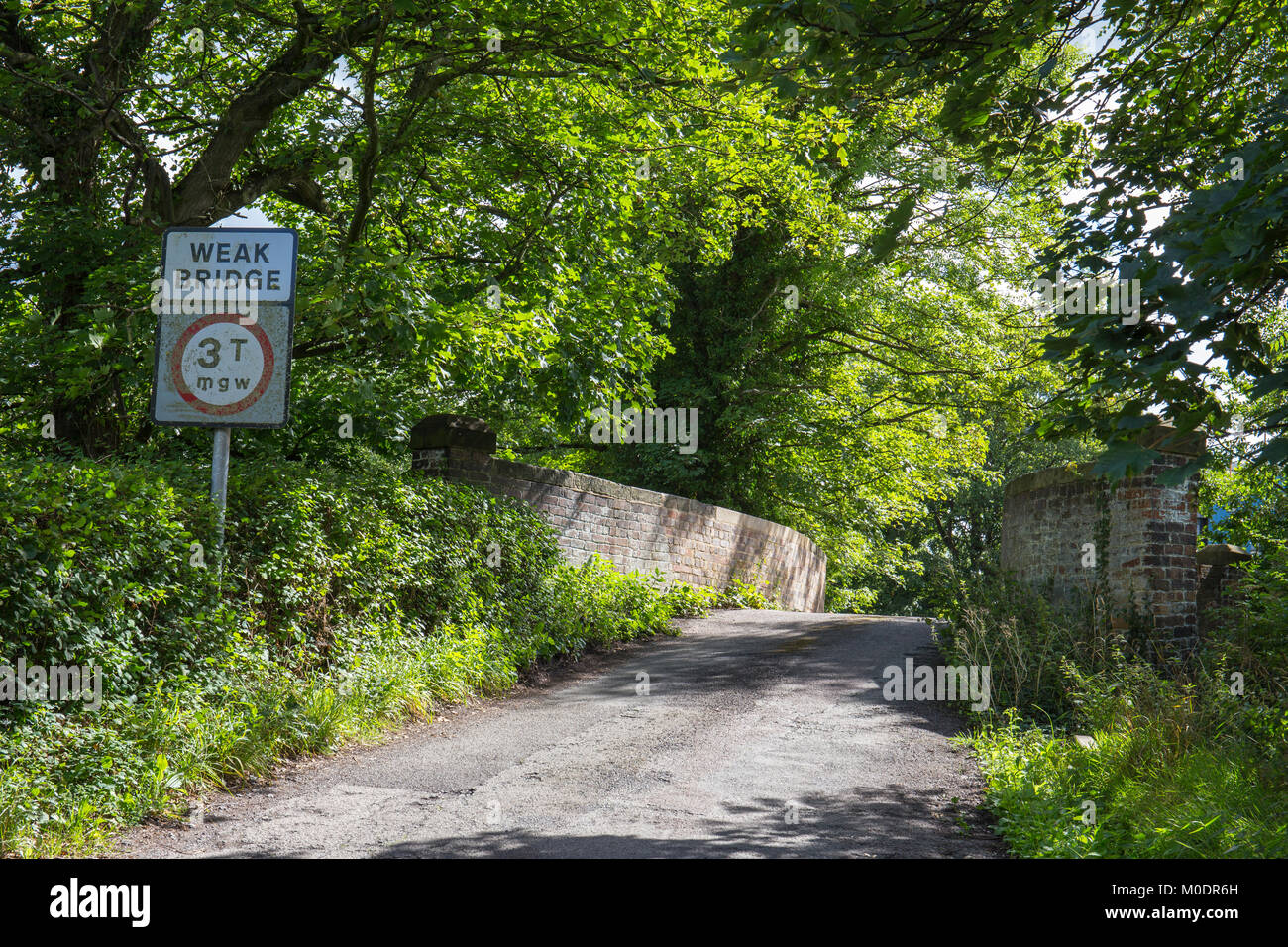 Weak bridge sign with warning of restricted traffic to 3 tonnes in Cheshire UK - Stock Image