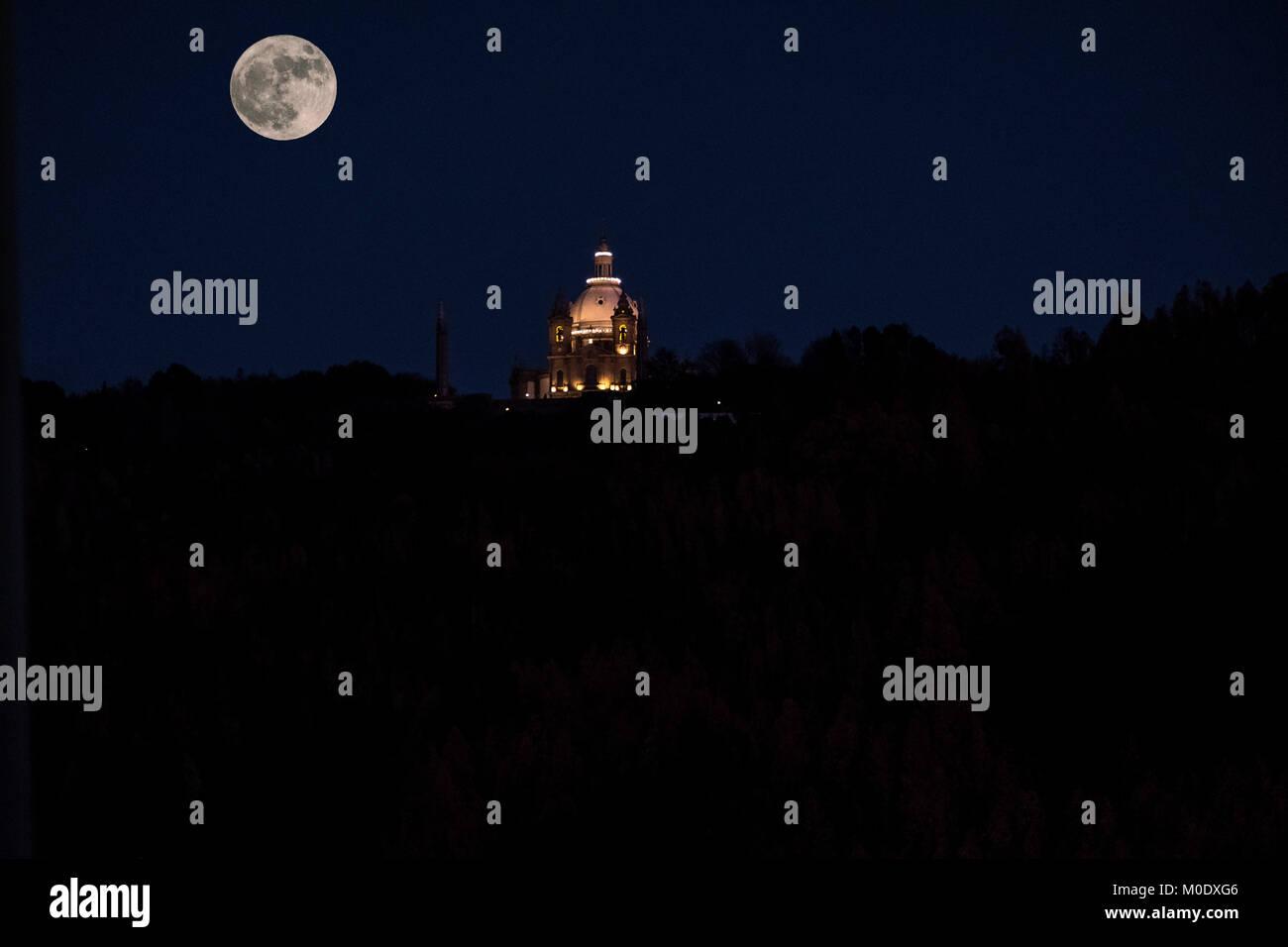 Super moon rising over the sanctuary of Sameiro in Braga, Portugal - Stock Image