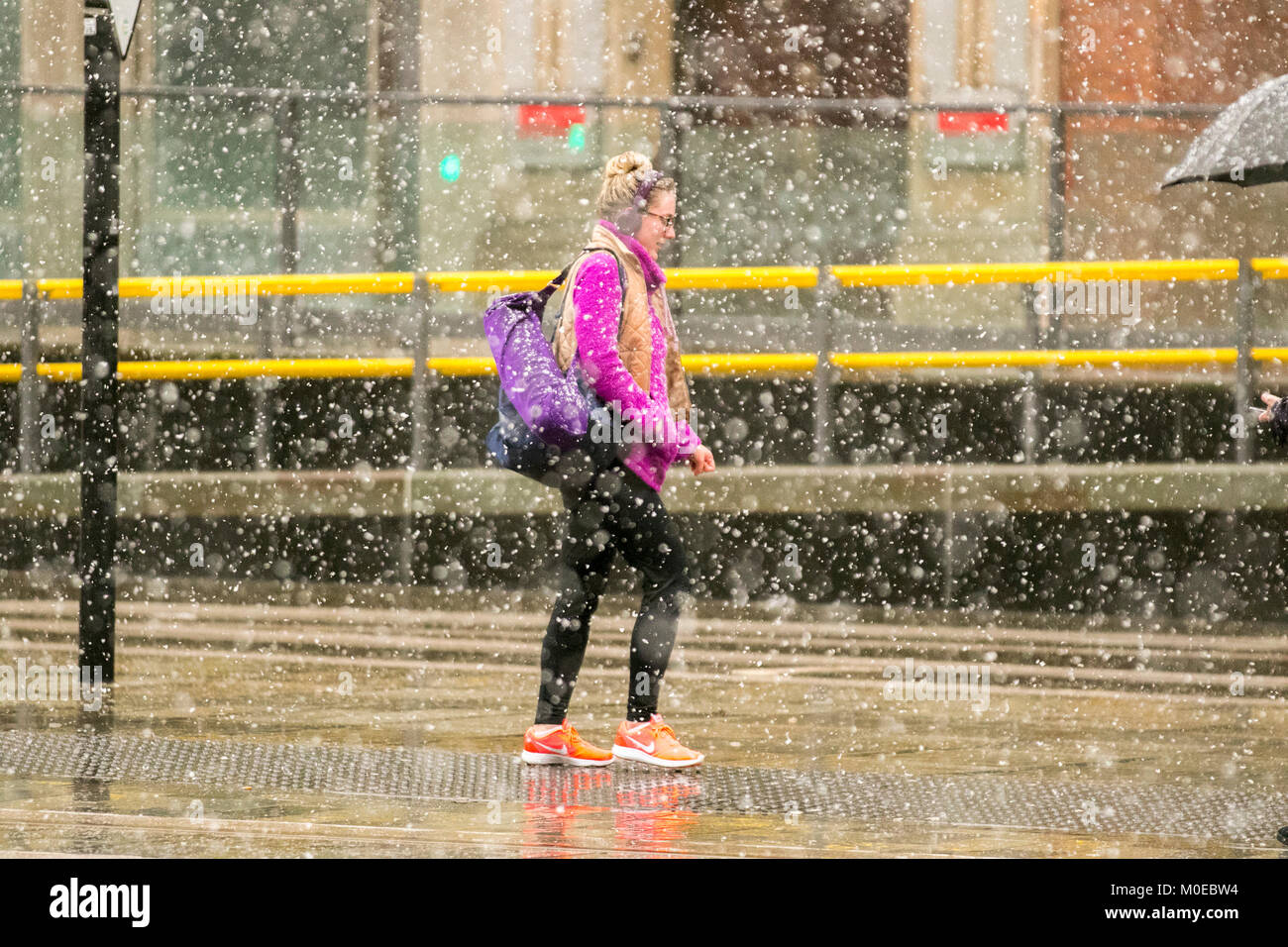 Manchester, UK Weather. 21st January, 2018.  Snowing in the city centre. A wet, cloudy, cold winters day for northern - Stock Image