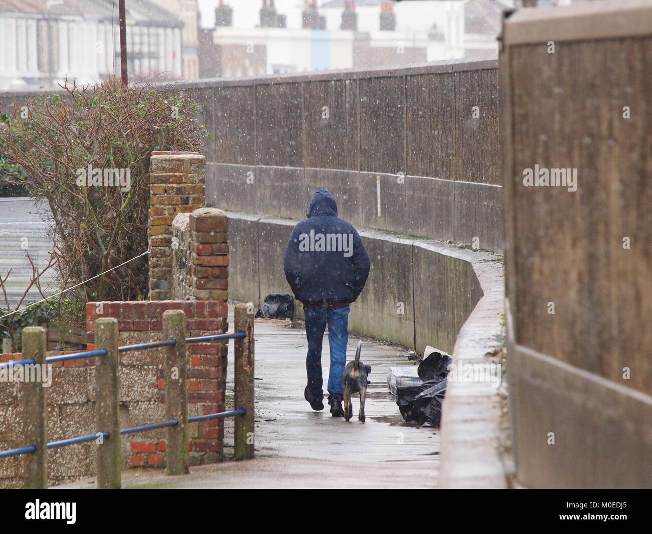 Sheerness, Kent, UK. 21st Jan, 2018. UK Weather: snow and sleet starting to fall in Sheerness at lunchtime after - Stock Image