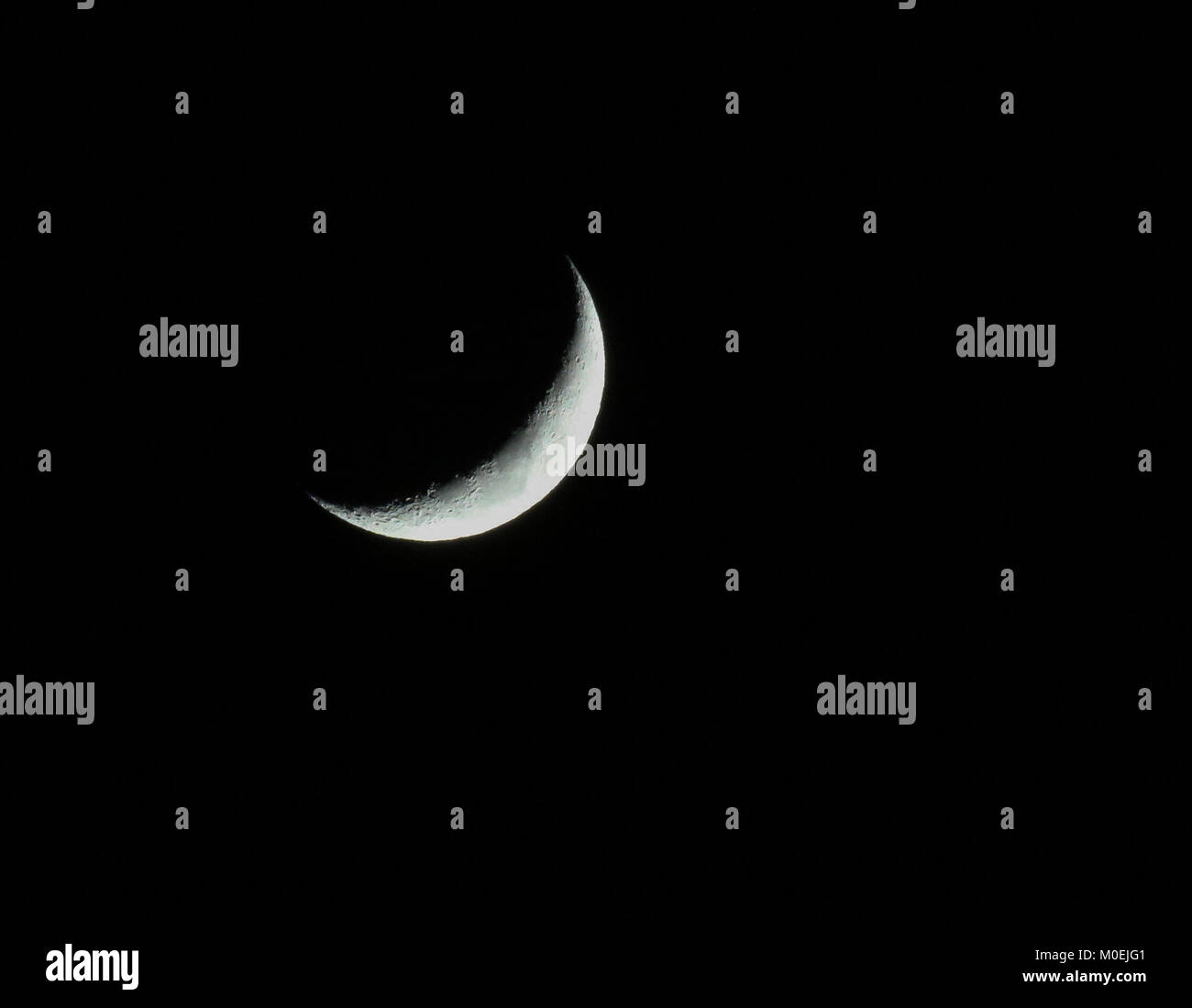 County Armagh, Northern, Ireland. 21st Jan, 2018. UK night sky - a waxing crescent rmoon in January 2018 low in - Stock Image