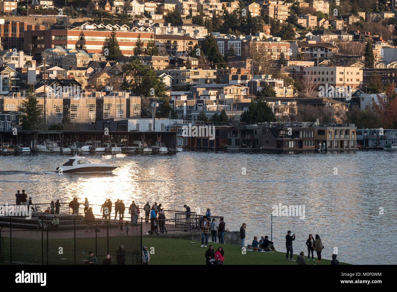 People in Gas Works Park with the Eastlake neighborhood and Lake Union behind, Seattle, Washington, USA - Stock Image