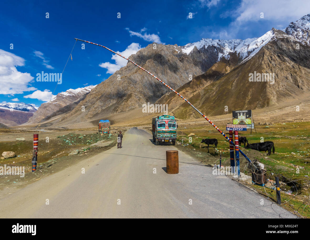 LEH, JAMMU & KASHMIR - INDIA - along the Indus Valley, right at the border with Pakistan and China, between - Stock Image