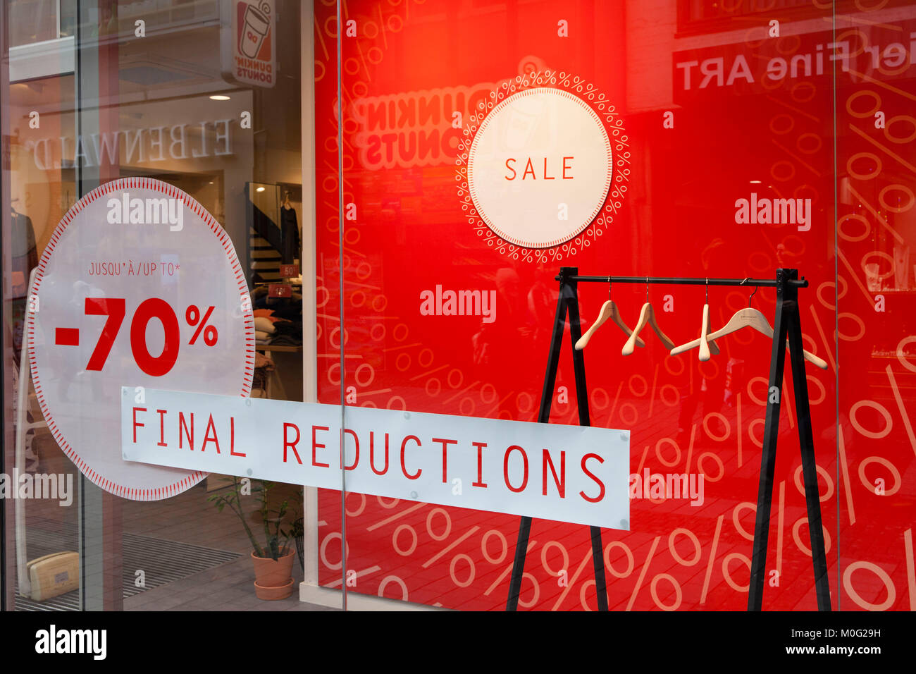 Europe, Germany, Cologne, shop window with sale placards at the shopping street Hohe Strasse.  Europa, Deutschland, - Stock Image