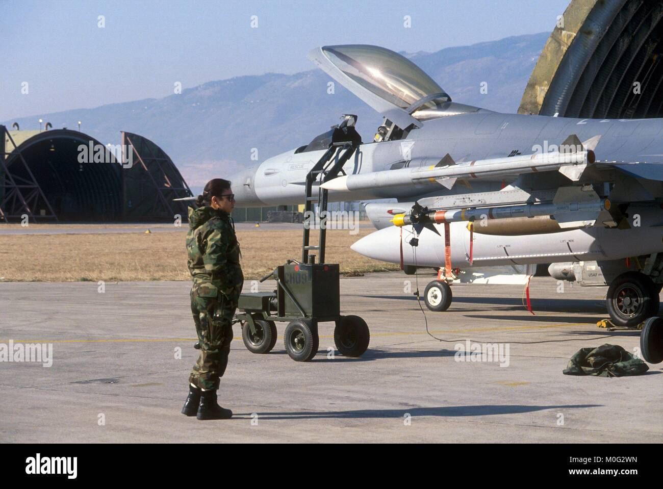 load of missiles on a F 16  fighter in the USA air base  of Aviano (Pordenone, Italy), June 1996 - Stock Image