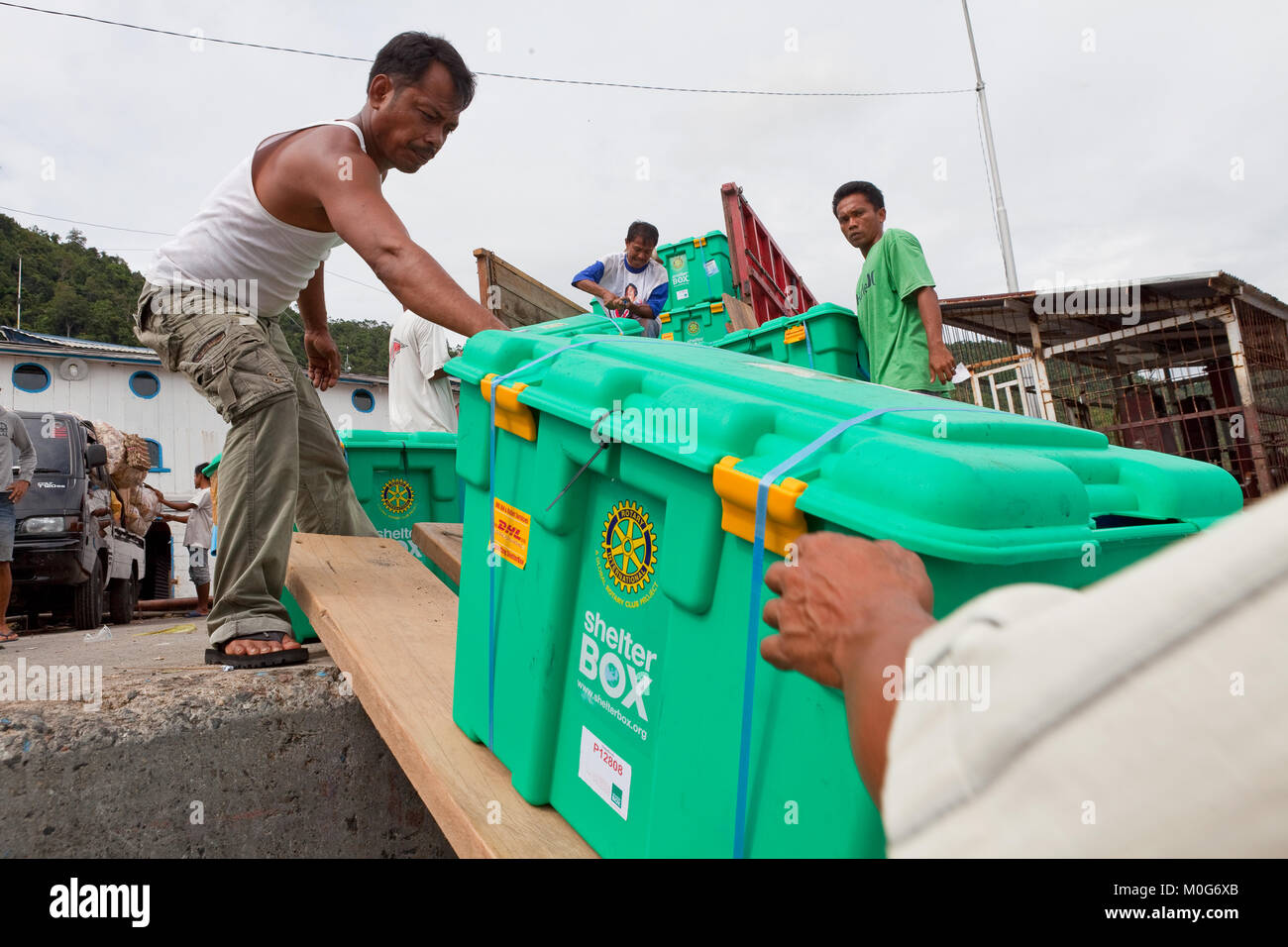 Loading ShelterBoxes onto a boat destined for the Mentawi Islands following the 2010 tsunami - Stock Image