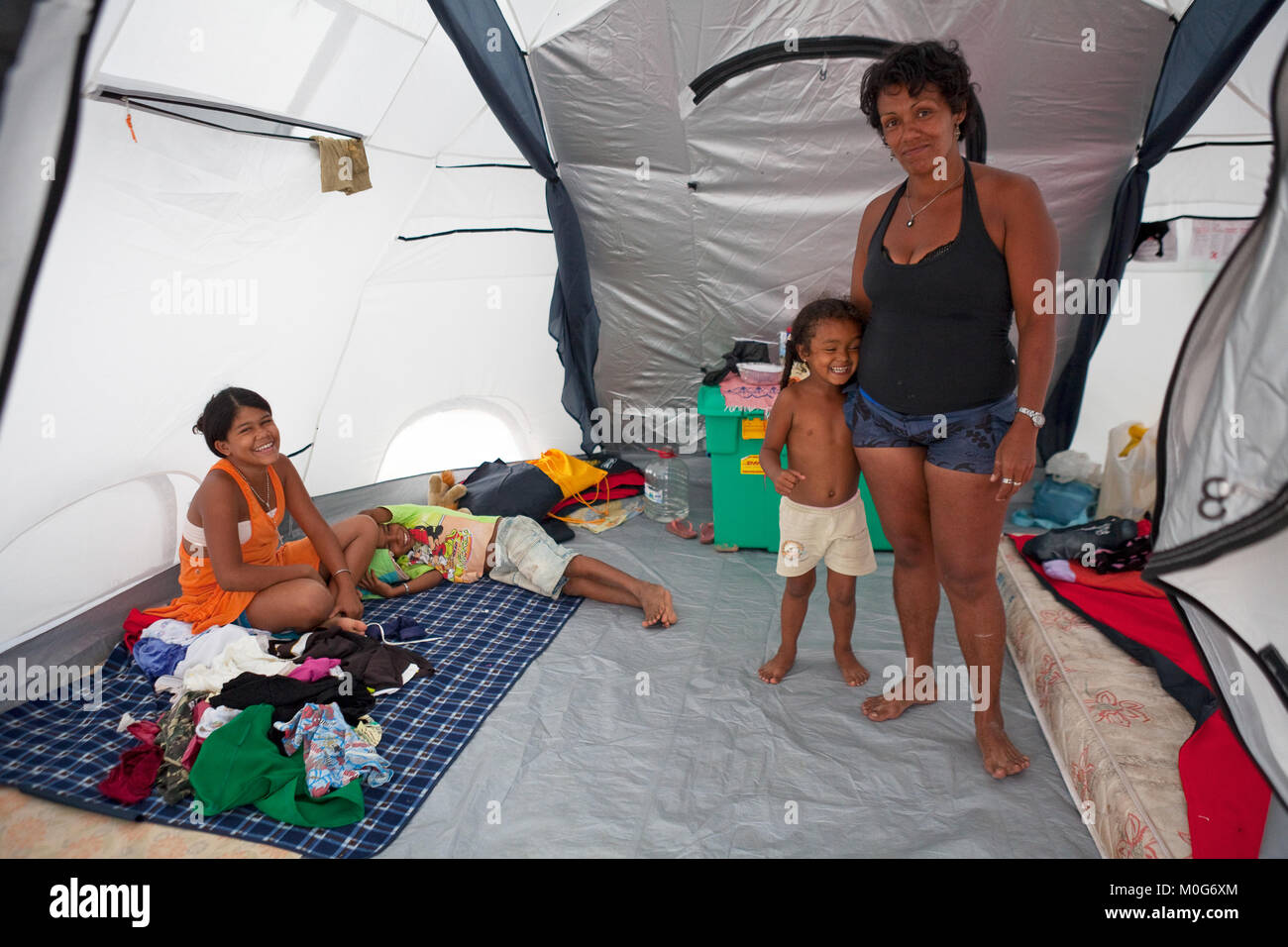 Family displaced by flooding in Alagoas State inside a ShelterBox relief tent, Brazil, 2010 - Stock Image