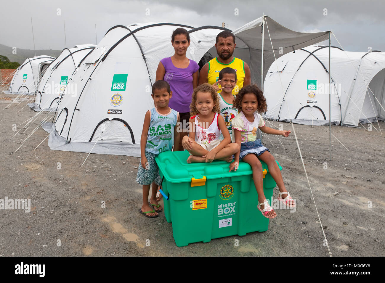 The first ever ShelterBox sponsored by donors in Brazil is given to a family in Uniao Dos Palmares, Alegoas - Stock Image