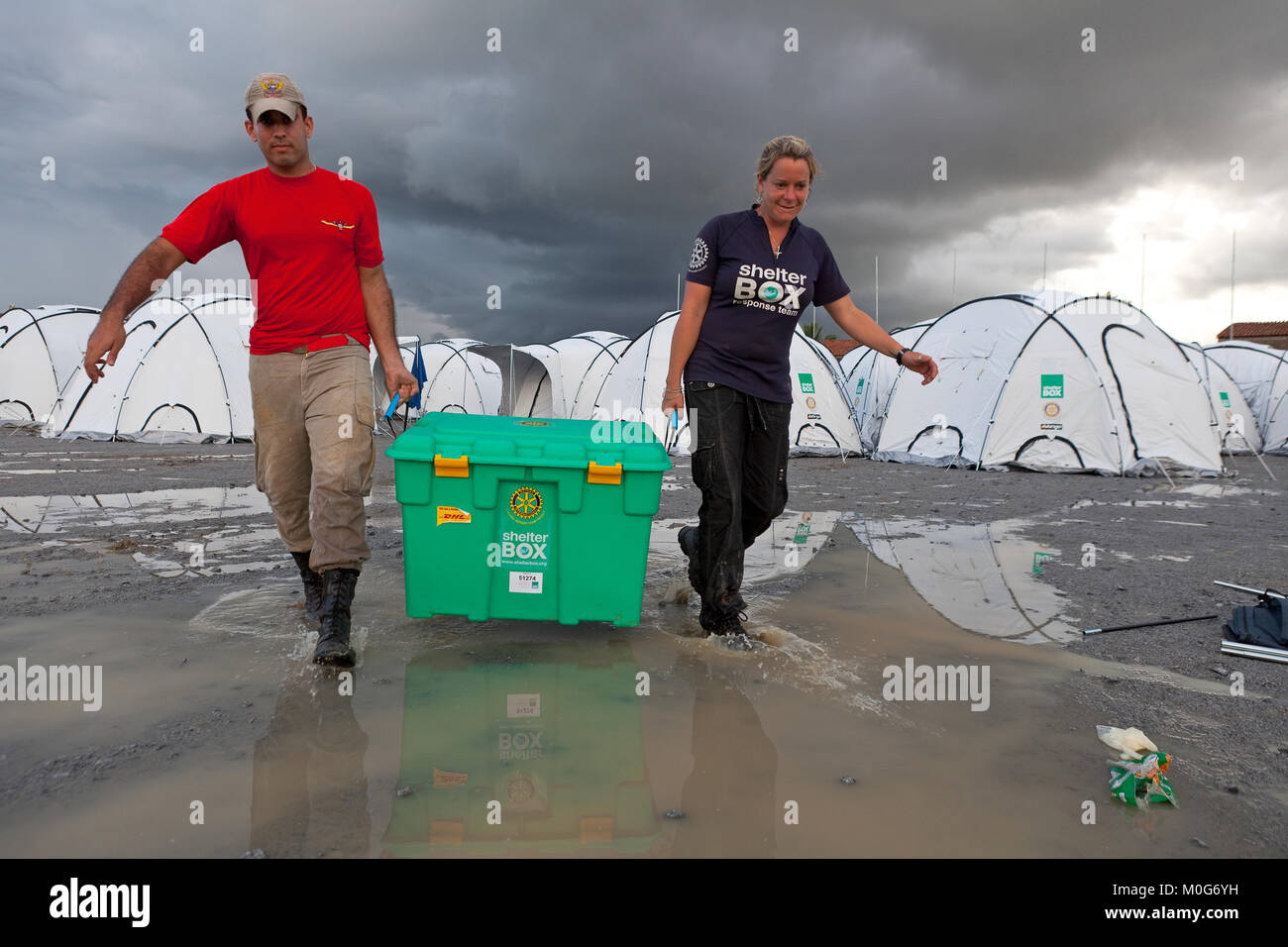 SRT Jodie Hurt (UK) with a Brazilian at Shelterbox camp at Uniao Dos Palmares, Alegoas, Brazil - Stock Image