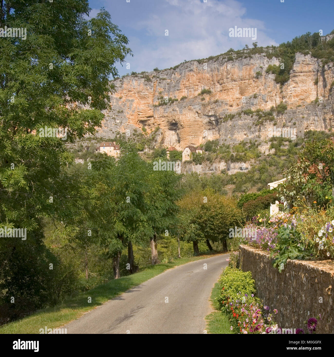 Europe, France, Quercy, Lot, old stone houses are built on the cliffs above the village at Sauliac Sur Cele - Stock Image