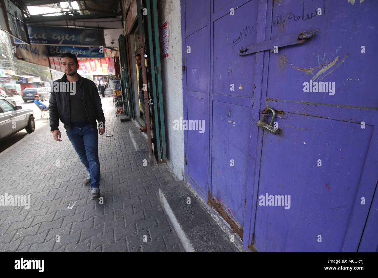 Gaza. 22nd Jan, 2018. A Palestinian passes by a closed bank in the