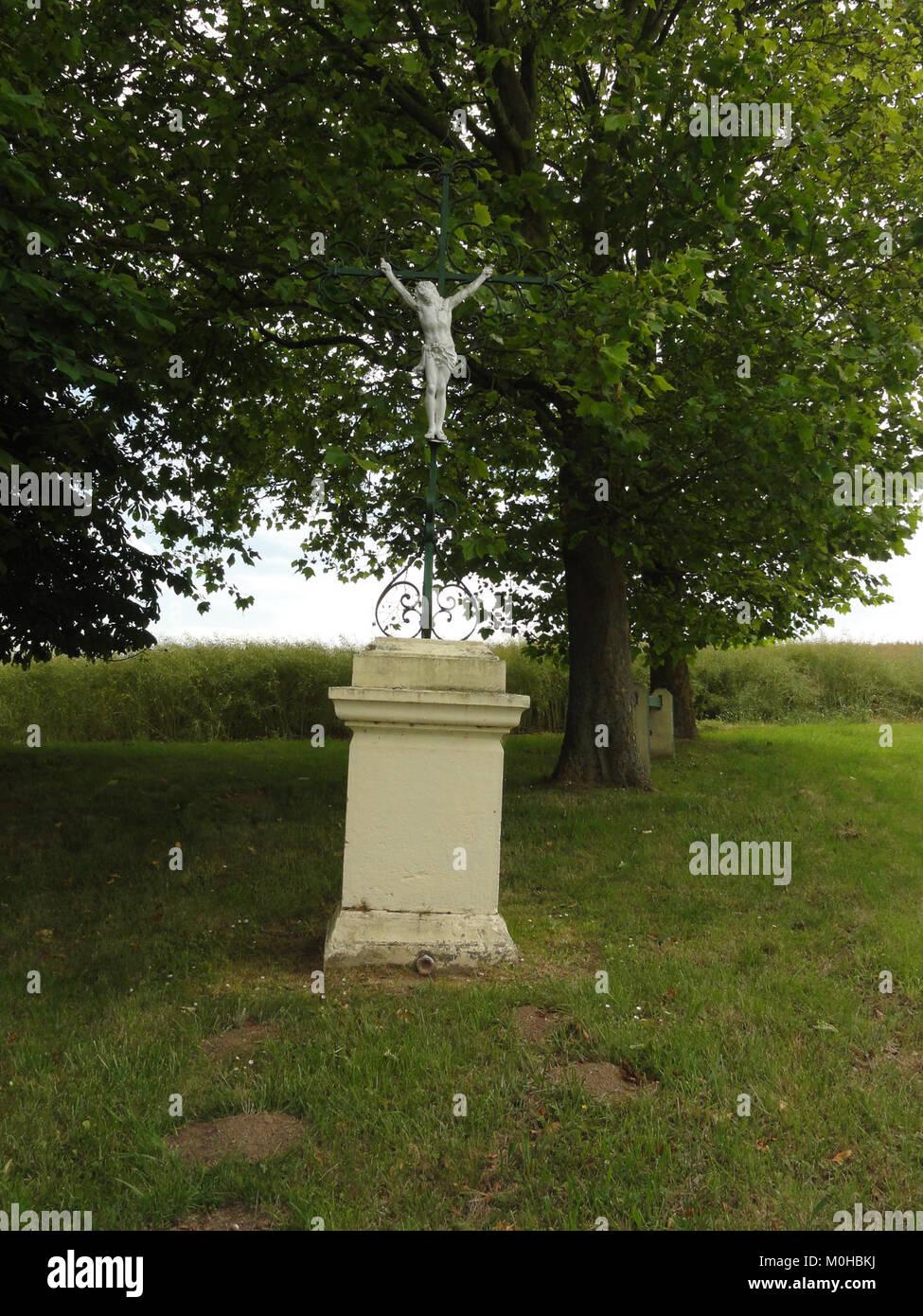 Bucy-lès-Pierrepont (Aisne) croix de chemin ouest Stock Photo