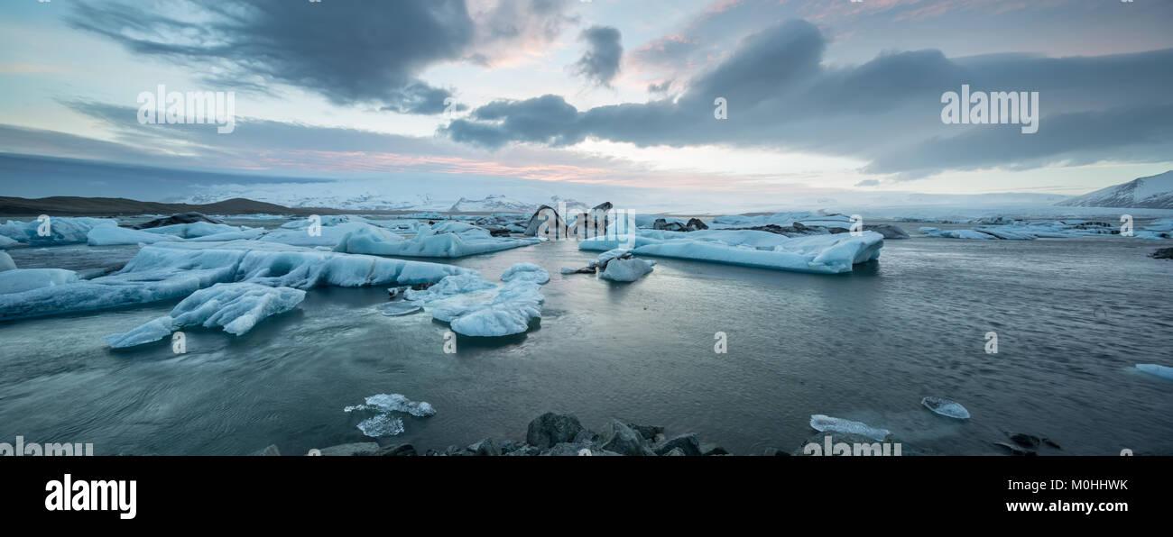 Icelandic landscape of icy sea surface - Stock Image