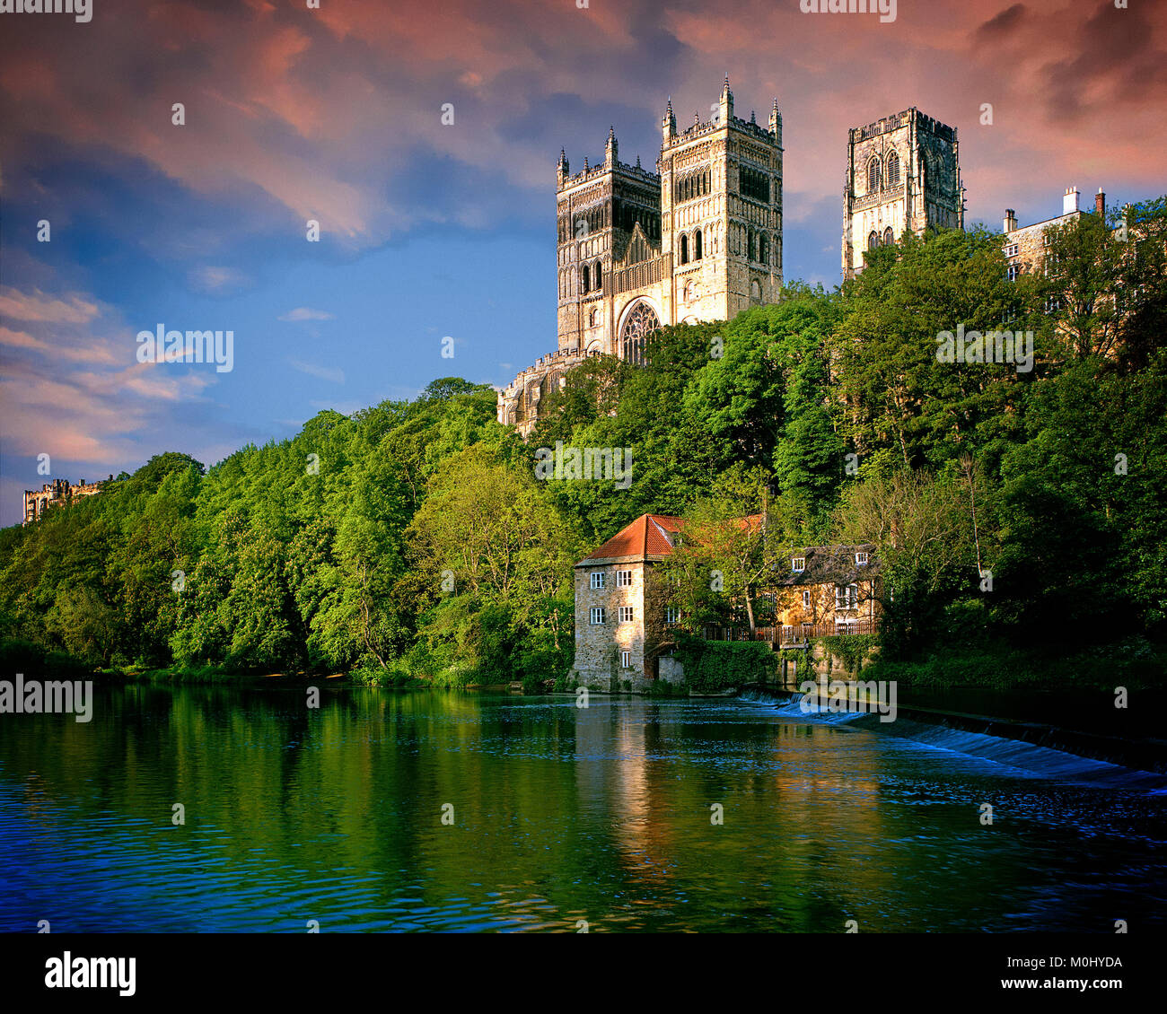 GB - DURHAM: The Cathedral above River Wear - Stock Image