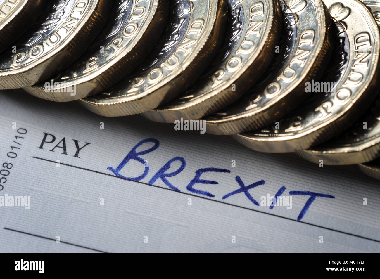 CHEQUE BOOK WITH 'BREXIT' PAY NAME WITH ONE POUND COINS RE BREXIT THE EU EUROPEAN UNION LEAVING REFERENDUM - Stock Image