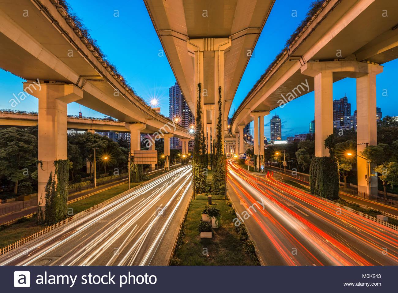 Asia, People's Republic of China, Shanghai. spacious crossroads Yan'an Zhonglu and Nanbei Gaojia Lu, city - Stock Image