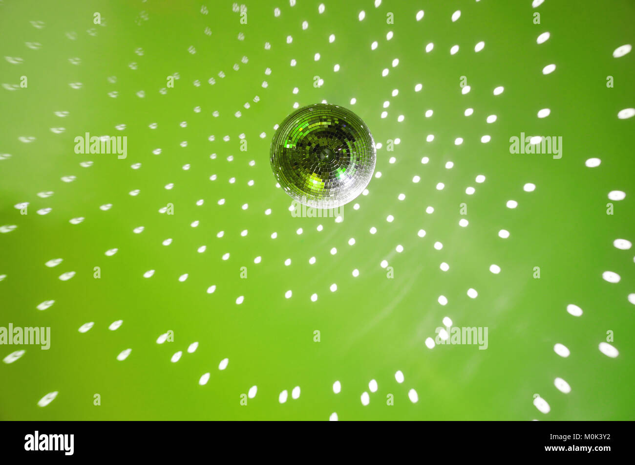 Disk ball in motion on green background - Stock Image