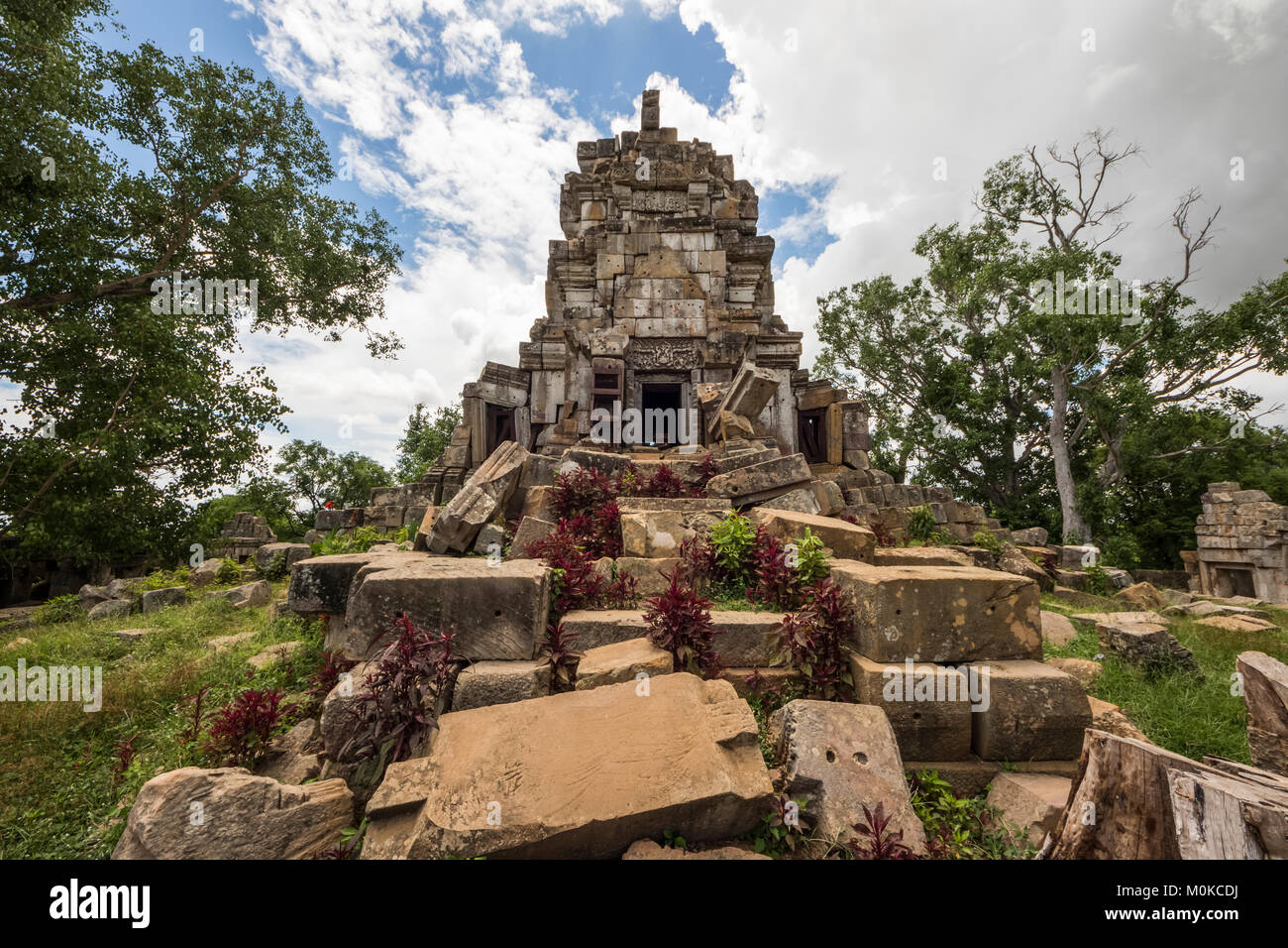 Central tower of the ancient Angkorian temple at Wat Ek Phnom; Battambang, Cambodia - Stock Image