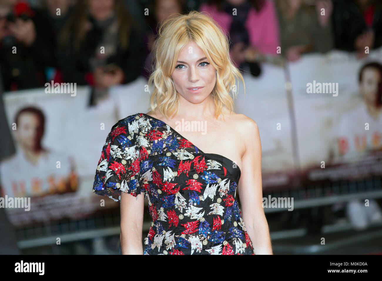 "London, UK, 28 October 2015, Sienna Miller, European Film premiere of ""Burnt"" at Vue West End Cinema. Mariusz Goslicki/Alamy Stock Photo"