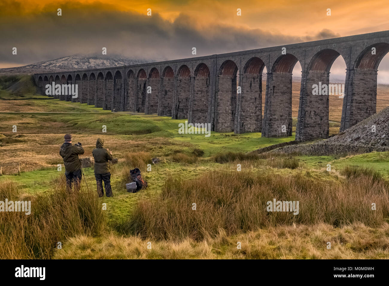 Photographers capturing the majesty of Ribblehead Viaduct on the Settle-Carlisle railway - Stock Image