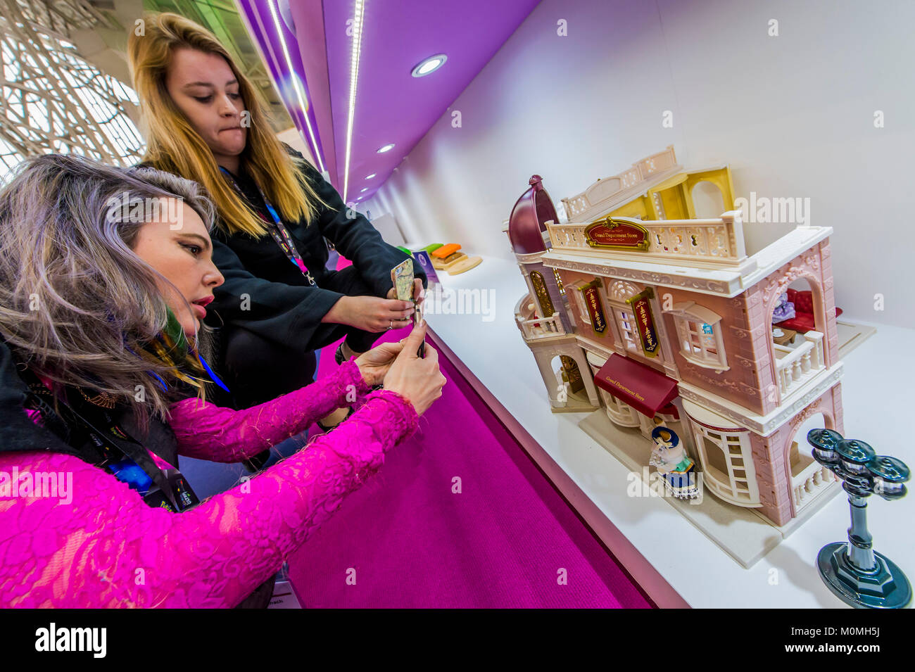 London, UK. 23rd Jan, 2018. Potential buyers are excited by the Sylvanian Familes Grand Department Store Gift Set - Stock Image