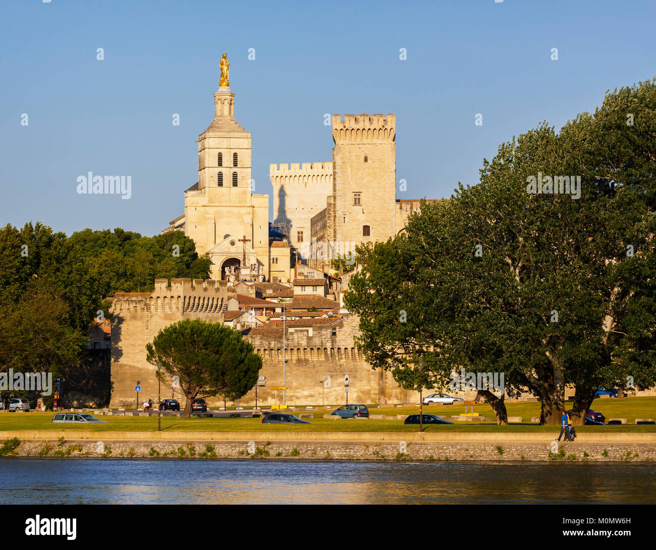Avignon, Provence-Alpes-Côte d'Azur, France.  Palais des Papes.  Palace of the Popes seen across the Rhône - Stock Image
