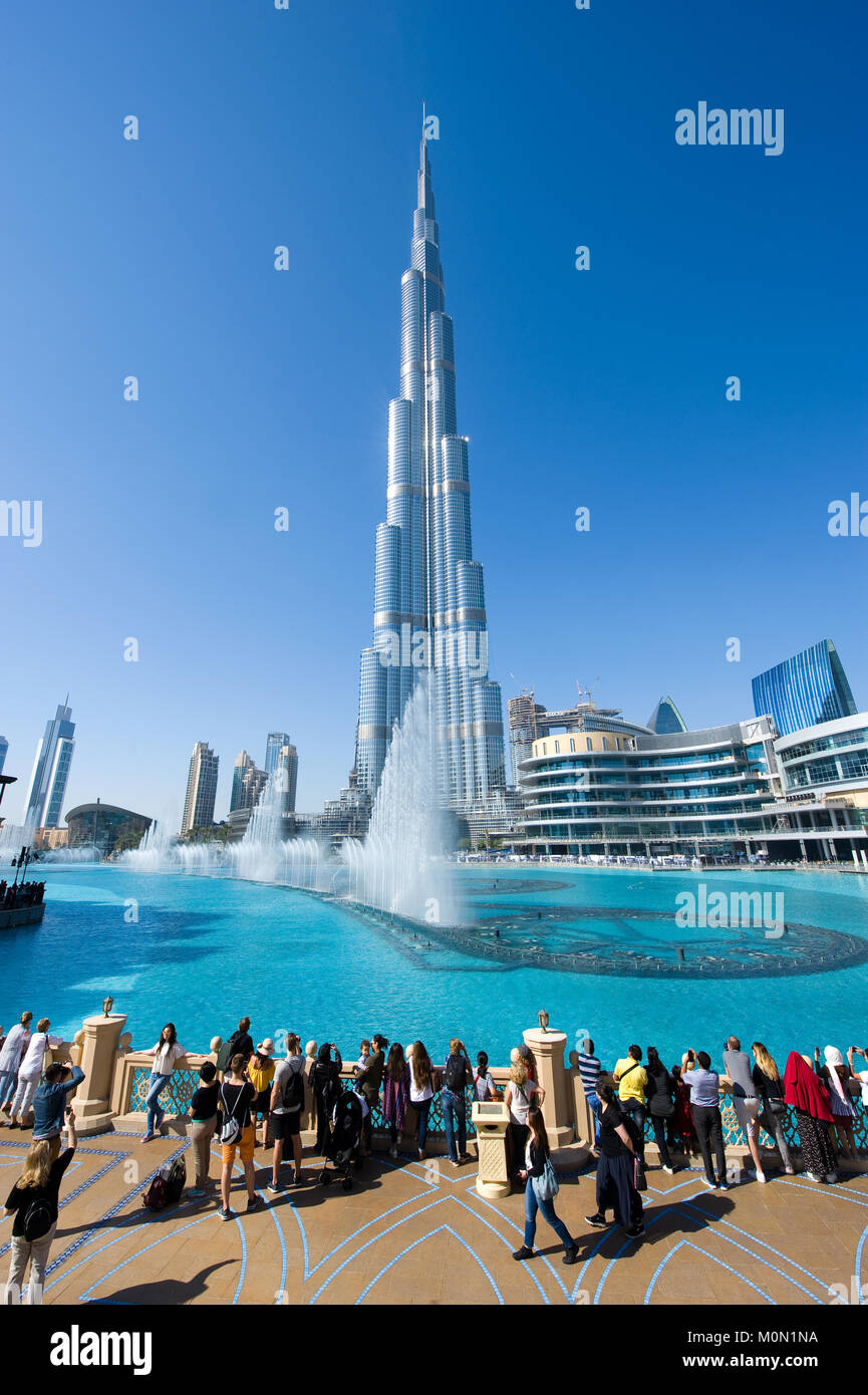 DUBAI, UNITED ARAB EMIRATES - JAN 02, 2018: Tourists are watching the fountainshow in front of the Burj Khalifa - Stock Image
