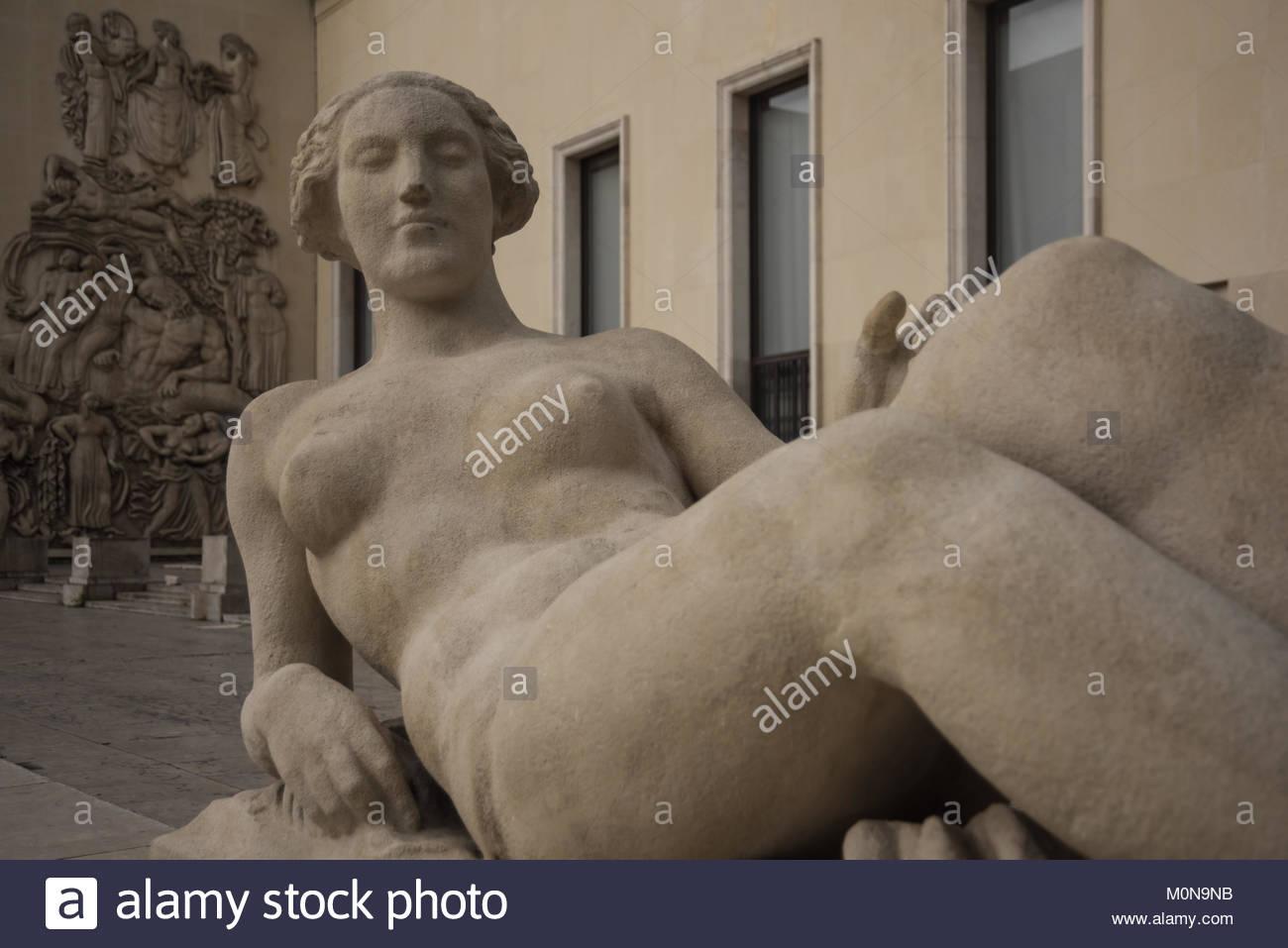 Paris, Palais de Tokyo, Skulptur (13 Avenue du PrÈsident Wilson, 75016 Paris) Stock Photo