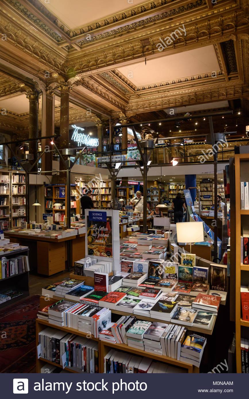 Brüssel, Les Galeries Royales Saint-Hubert, Koninklijke Sint-Hubertusgalerijen, Buchhandlung Tropismes, Brussels, - Stock Image