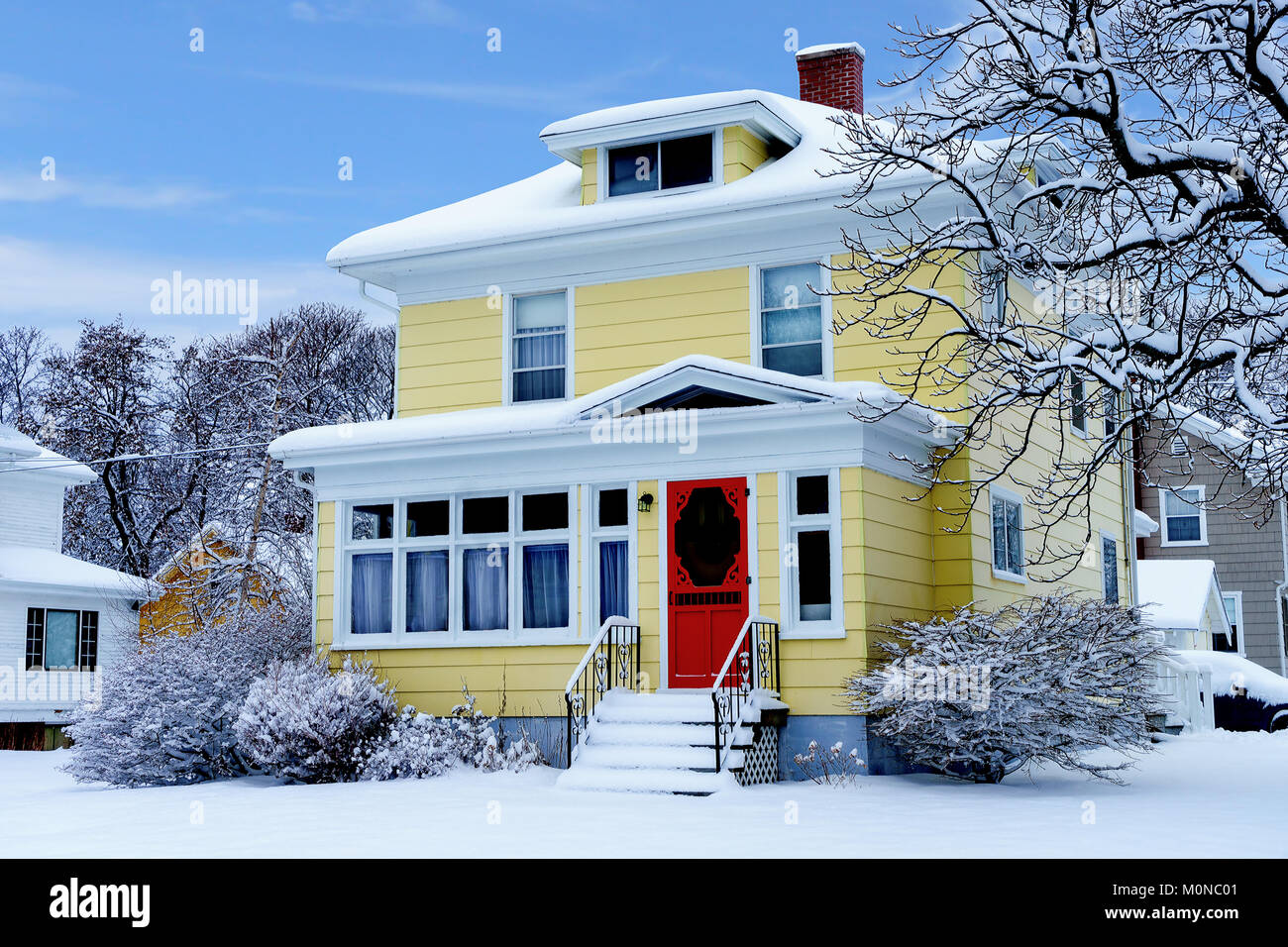 Older Traditional North America Home In Winter Stock Photo Alamy