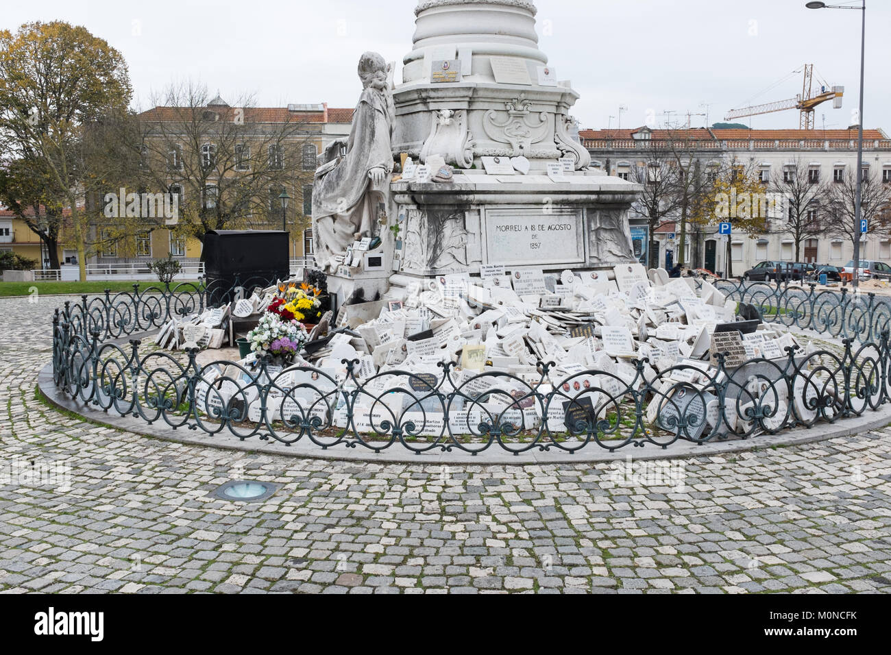 Monumento a Jose Tomas de Sousa Martins in Lisbon. The monument celebrates Dr Jose Tomas who helped the poor and - Stock Image