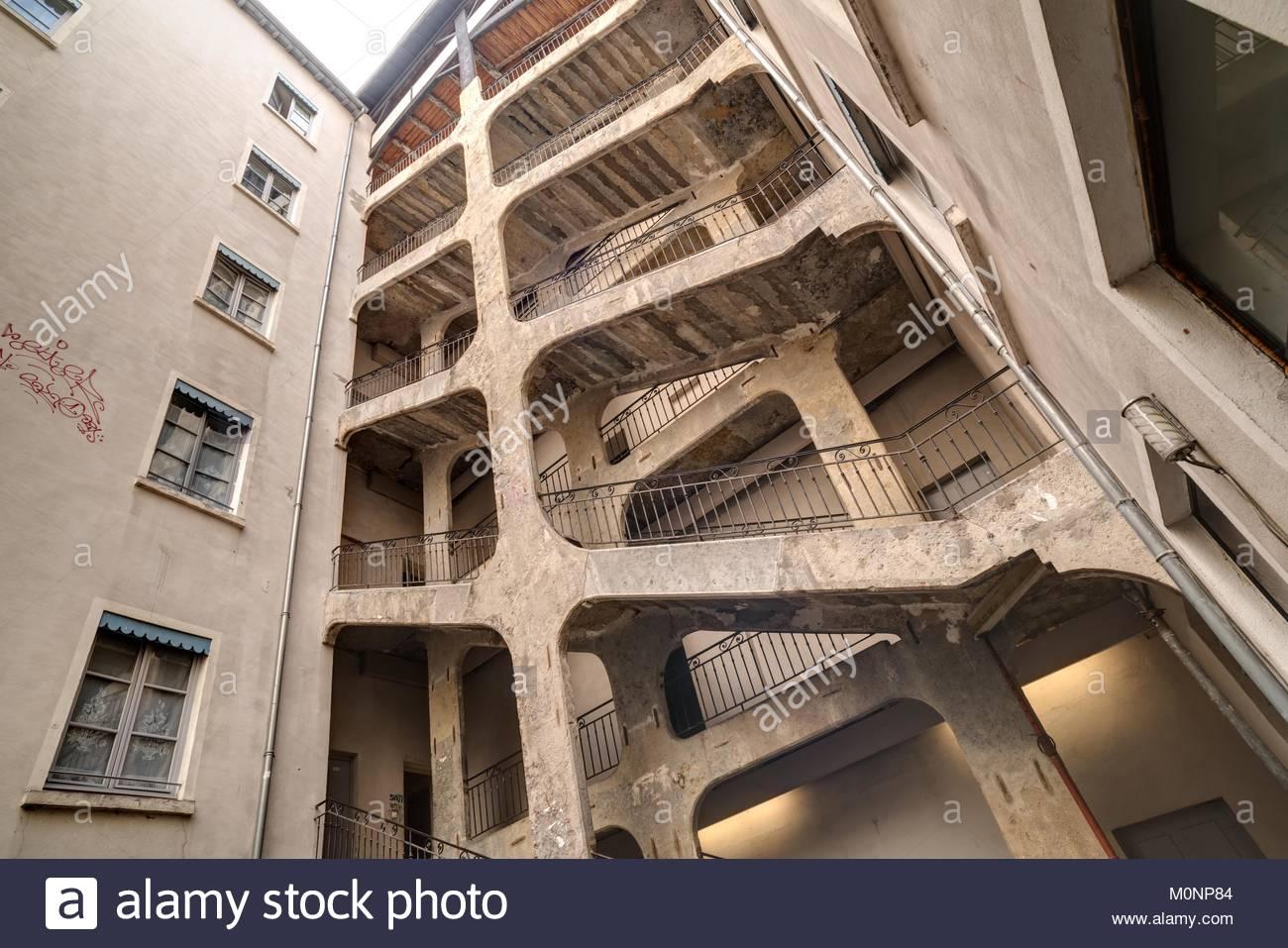 Lyon, Traboule Cour des Voraces (Traboules (französisch. V. latein., transambulare über vulgärlat. - Stock Image
