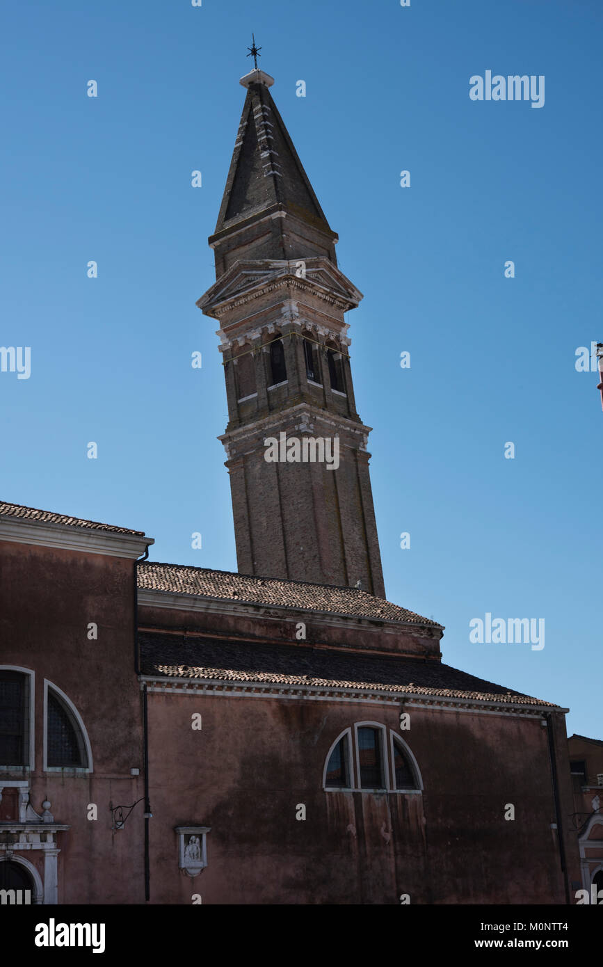 The ancient Chiesa di San Martino with a leaning 17th-century bell tower, Burano, Venice. - Stock Image