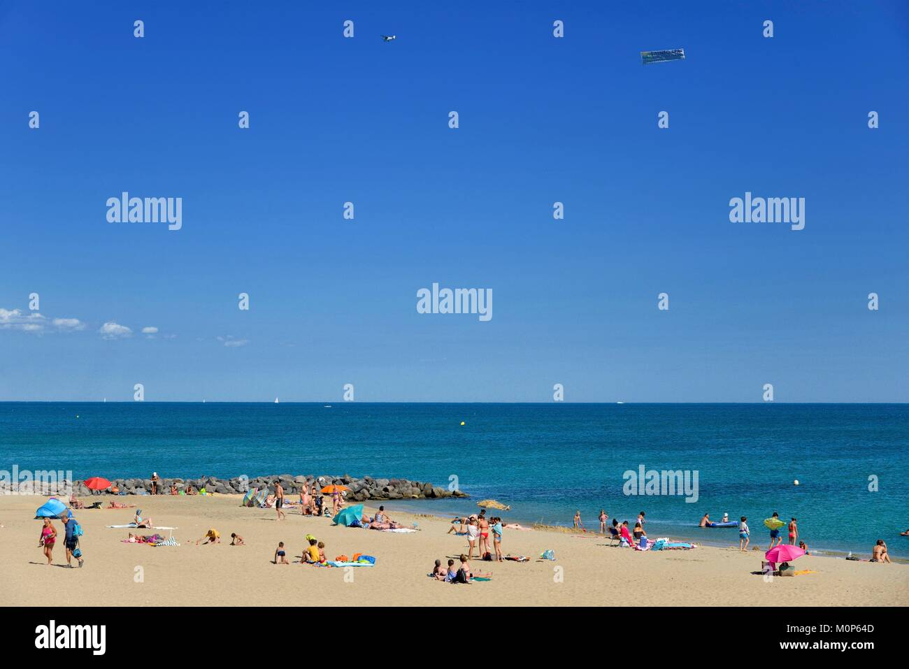 France,Herault,Sete,Beach of Lido,vacationers taking the sun in sea border - Stock Image