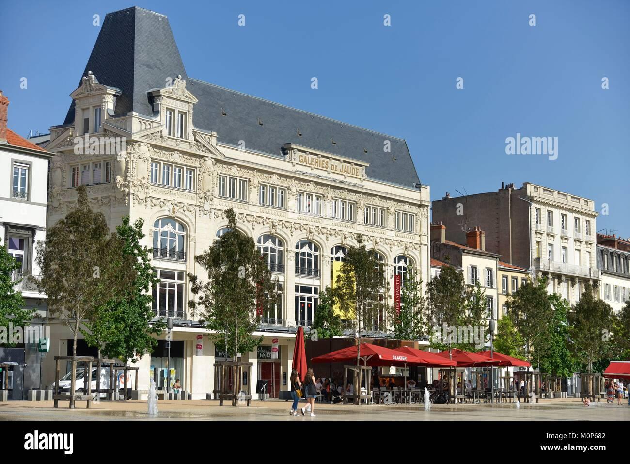 France,Puy de Dome,Clermont Ferrand,type Haussmanien's building on an esplanade - Stock Image