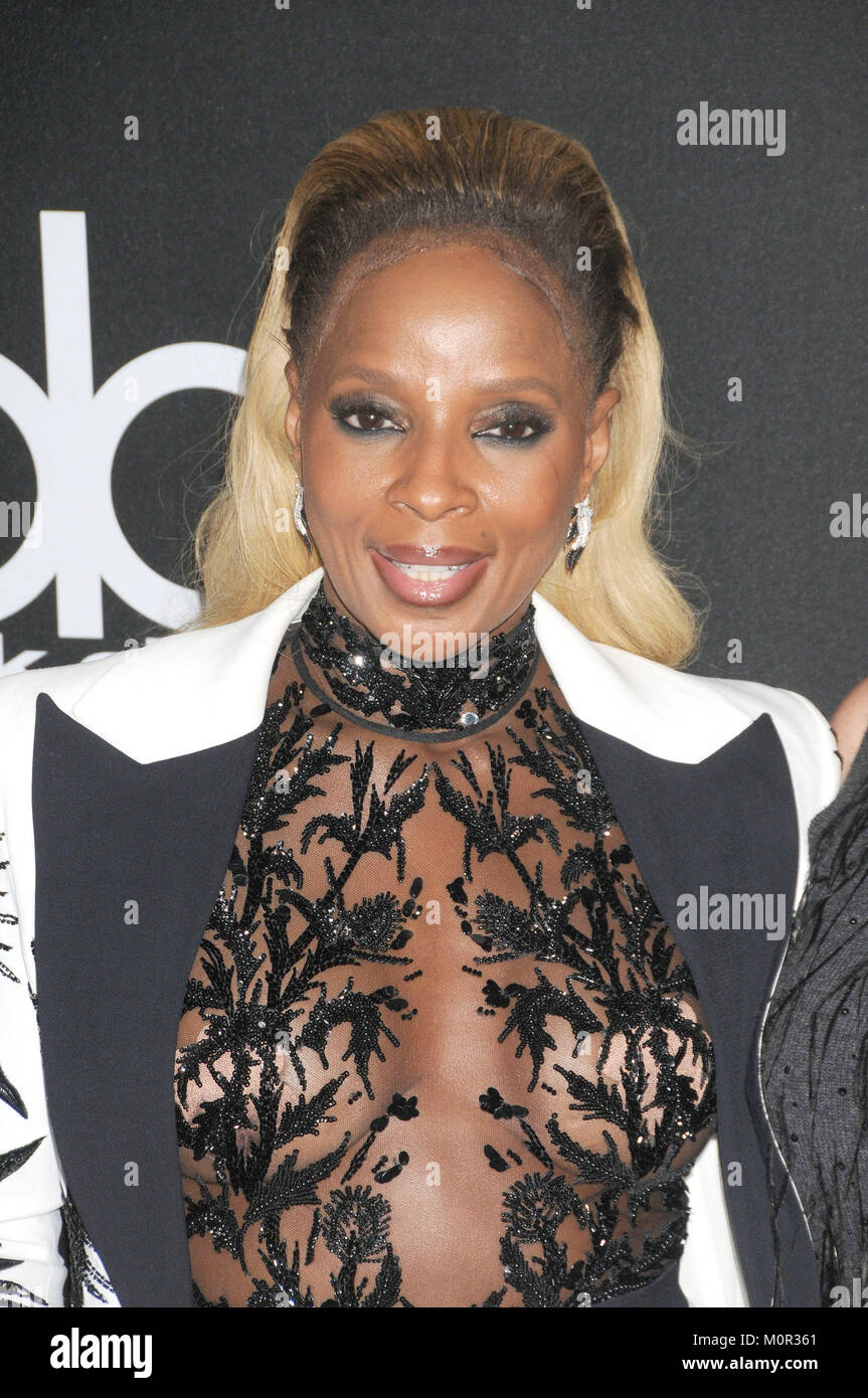 File. 23rd Jan, 2018. 90th Academy Oscar Awards Nominations - SUPPORTING ACTRESS Mary J. Blige, Mudbound. PICTURED: November 5, 2017 - Los Angeles, California, United States - November 5th 2017 - Los Angeles, California USA - Singer MARY J BLIGE at The 21st Annual Hollywood Film Awards held at the Beverly Hilton Hotel, Los Angeles CA. Credit: Paul Fenton/ZUMA Wire/Alamy Live News