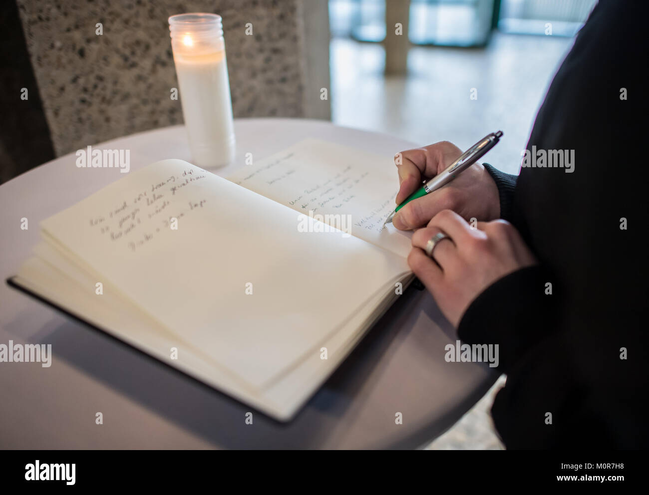 Luenen, Germany. 24th Jan, 2018. A young man registering himself in the city's condolence book in City Hall - Stock Image