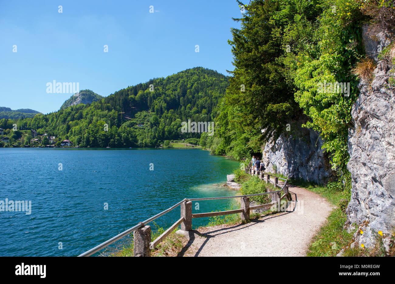 Austria, Salzkammergut, Salzburg State, Sankt Gilgen, Wolfgangsee, waterfront promenade - Stock Image