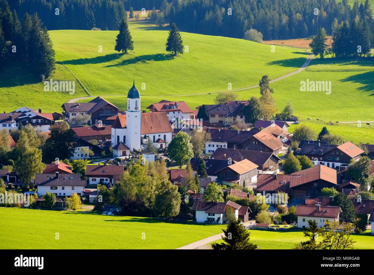 Dorf Zell, bei Eisenberg, Ostallgäu, Allgäu, Schwaben, Bayern, Deutschland - Stock Image