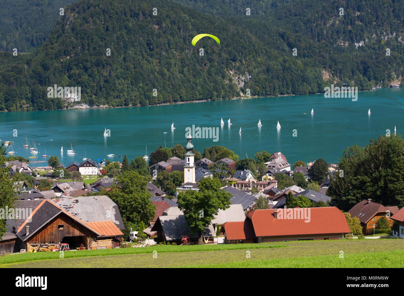 Austria, Salzburg State, Salzkammergut, Sankt Gilgen, Lake Wolfgangsee, Paraglider - Stock Image