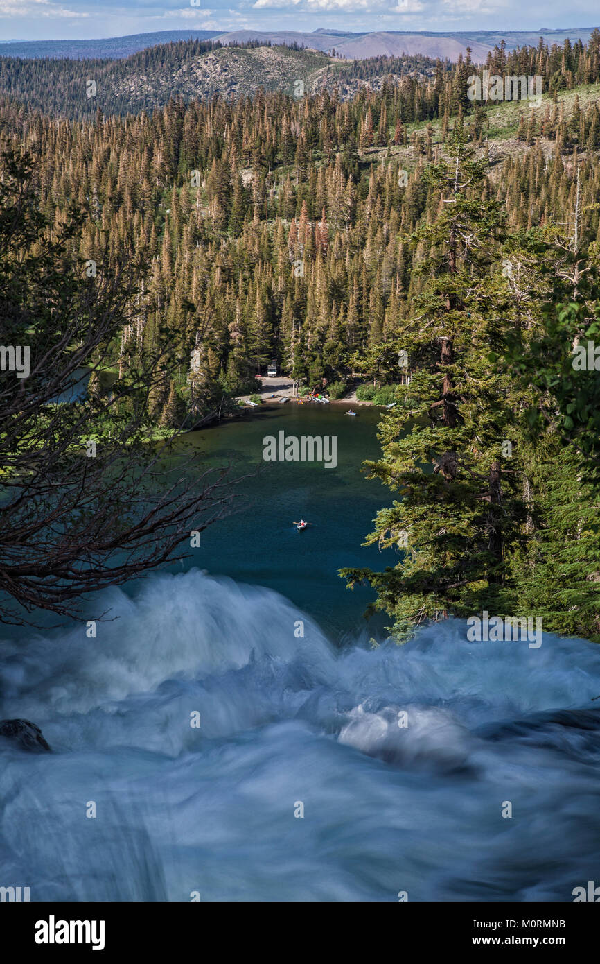 Twin Falls overlooking Mammoth Mountain Lakes Basin, Inyo National Forest, California, USA - Stock Image