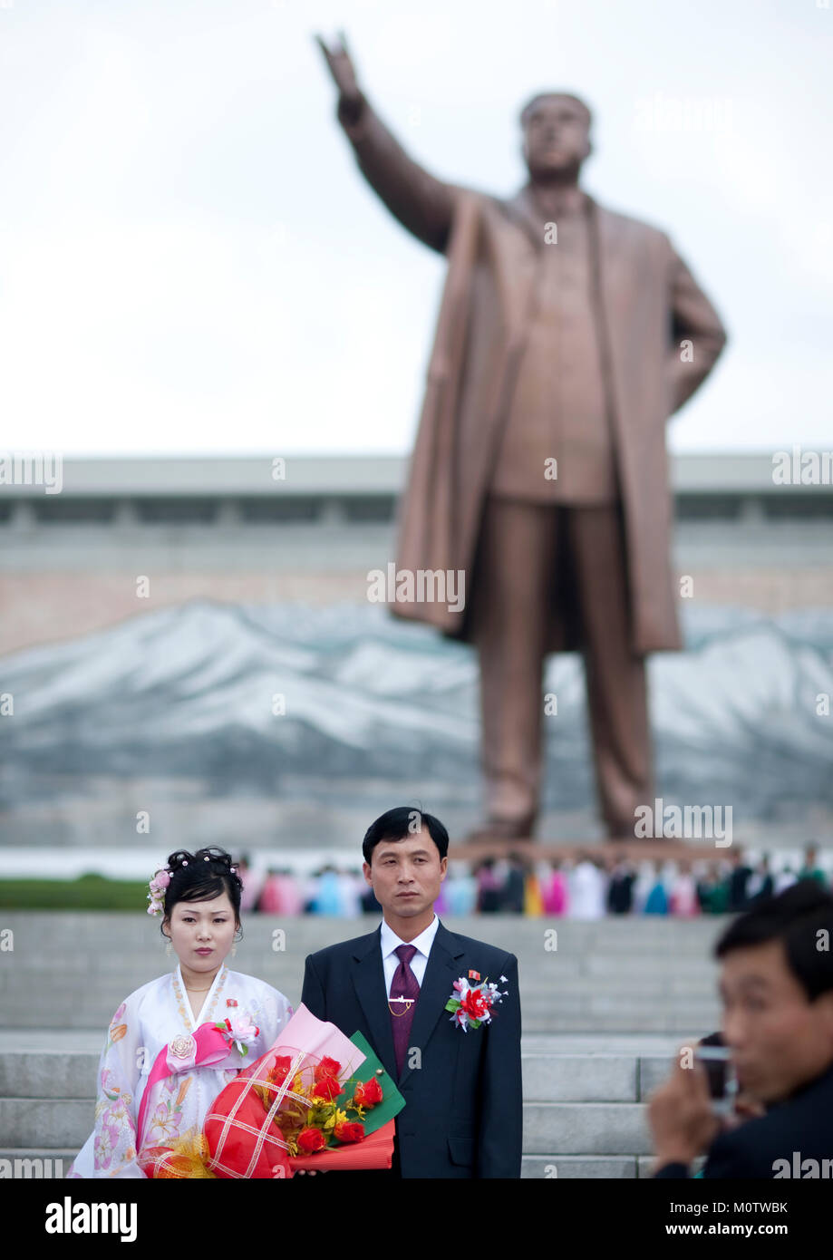North Korean couple celebrating their wedding in front of Kim il ...