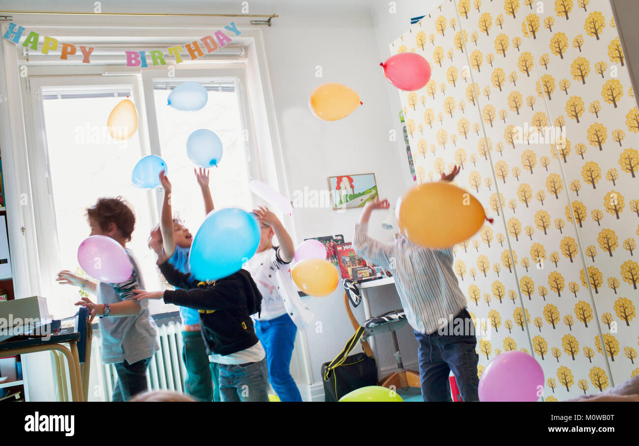 Children playing with balloons - Stock Image