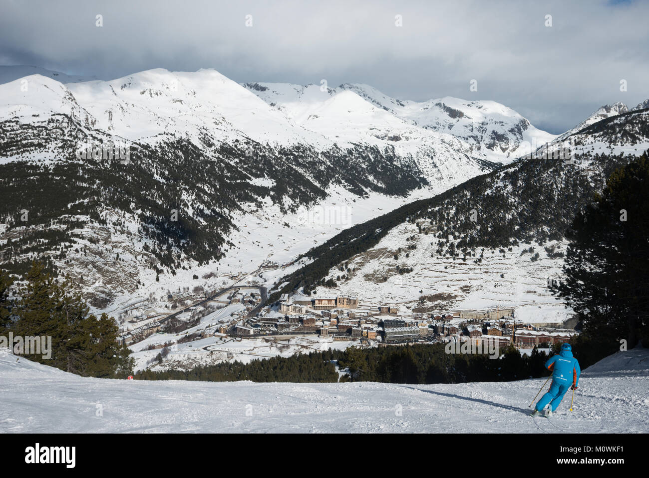 Soldeu viewed from above with a ski instructor in the foreground, Grandvalaria ski area, Andorra, Europe - Stock Image