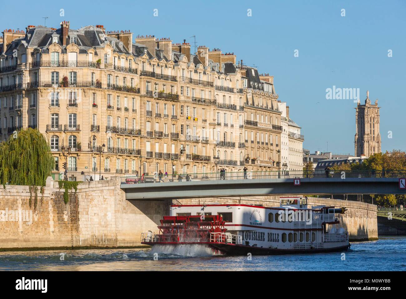 France,Paris,area listed as World Heritage by UNESCO,Quai de la Tournelle,a boat in Aube passes in front of the - Stock Image
