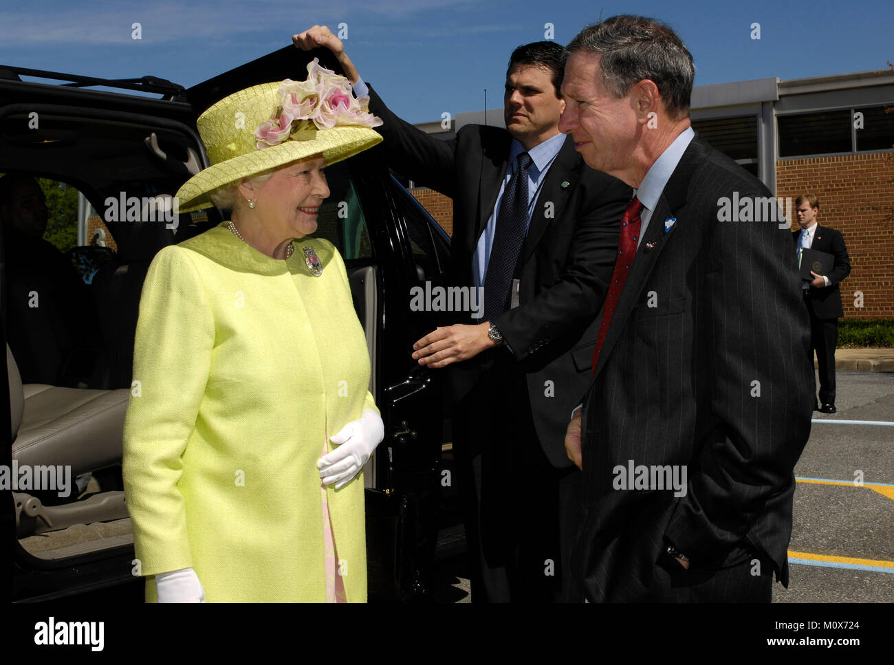 Queen Elizabeth II, left, is greeted by NASA Administrator Michael Griffin to the NASA Goddard Space Flight Center, - Stock Image
