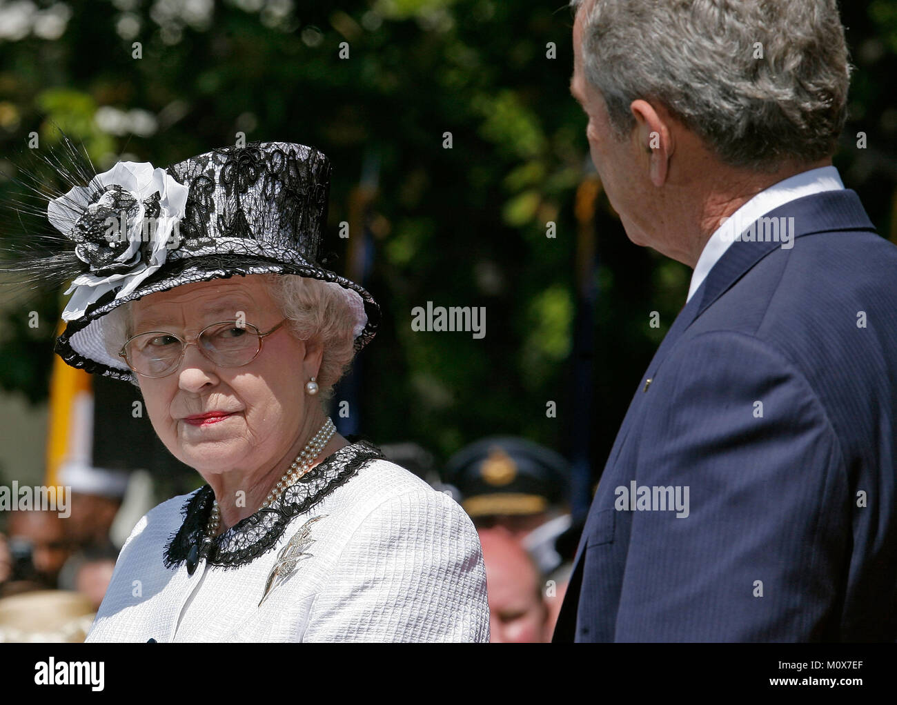 WASHINGTON - MAY 07:  (AFP OUT) HRH Queen Elizabeth II (L) and U.S. President George W. Bush take part in a ceremony - Stock Image