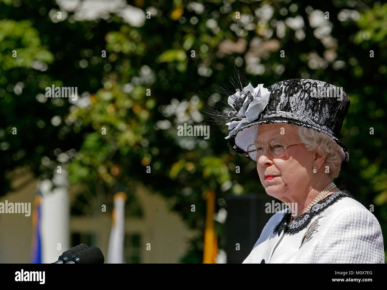 WASHINGTON - MAY 07:  (AFP OUT) HRH Queen Elizabeth II speaks at a ceremony on the South Lawn of the White House - Stock Image