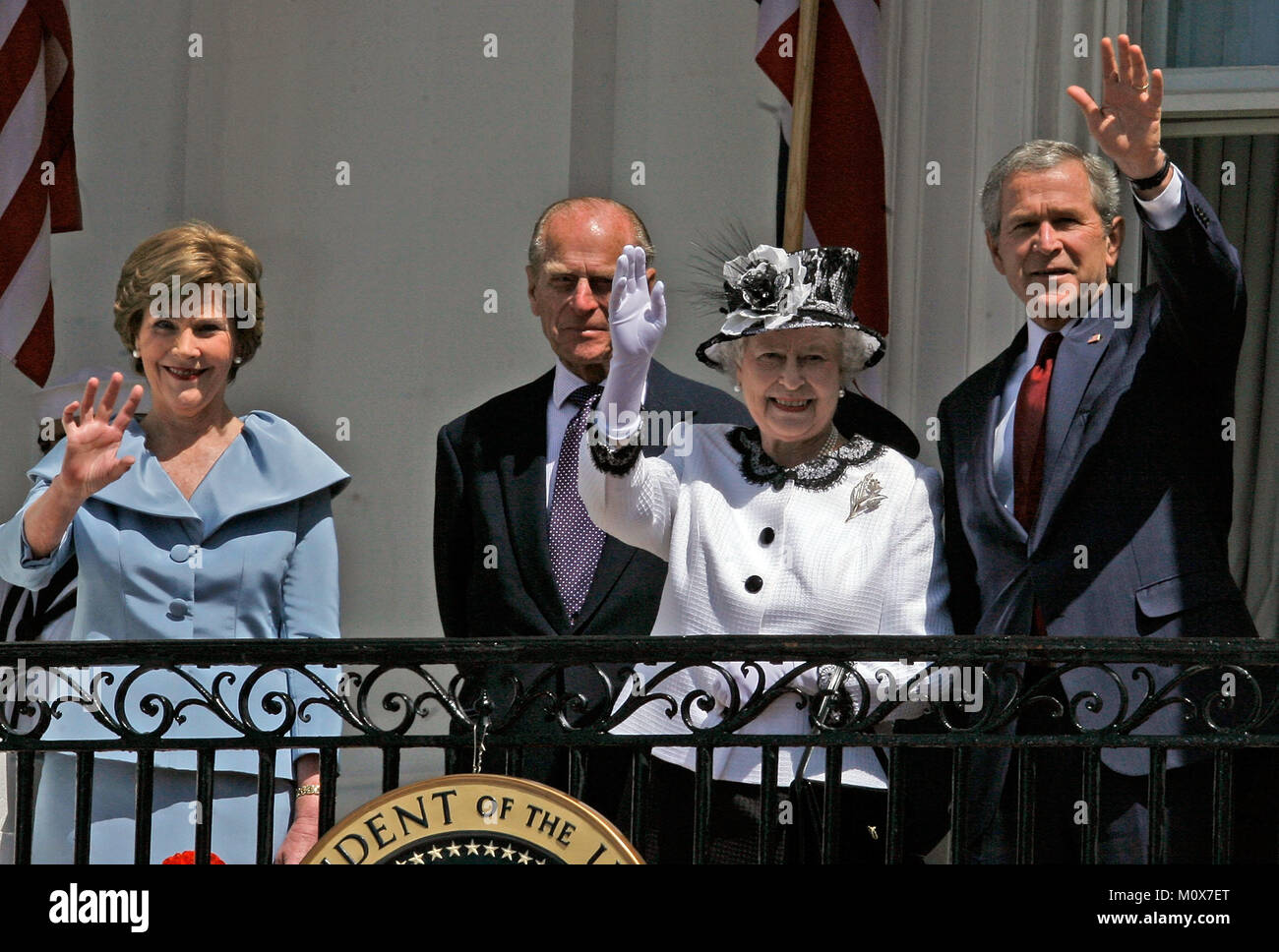 WASHINGTON - MAY 07:  HRH Queen Elizabeth II (2nd-R) waves while standing with U.S. President George W. Bush (R), - Stock Image