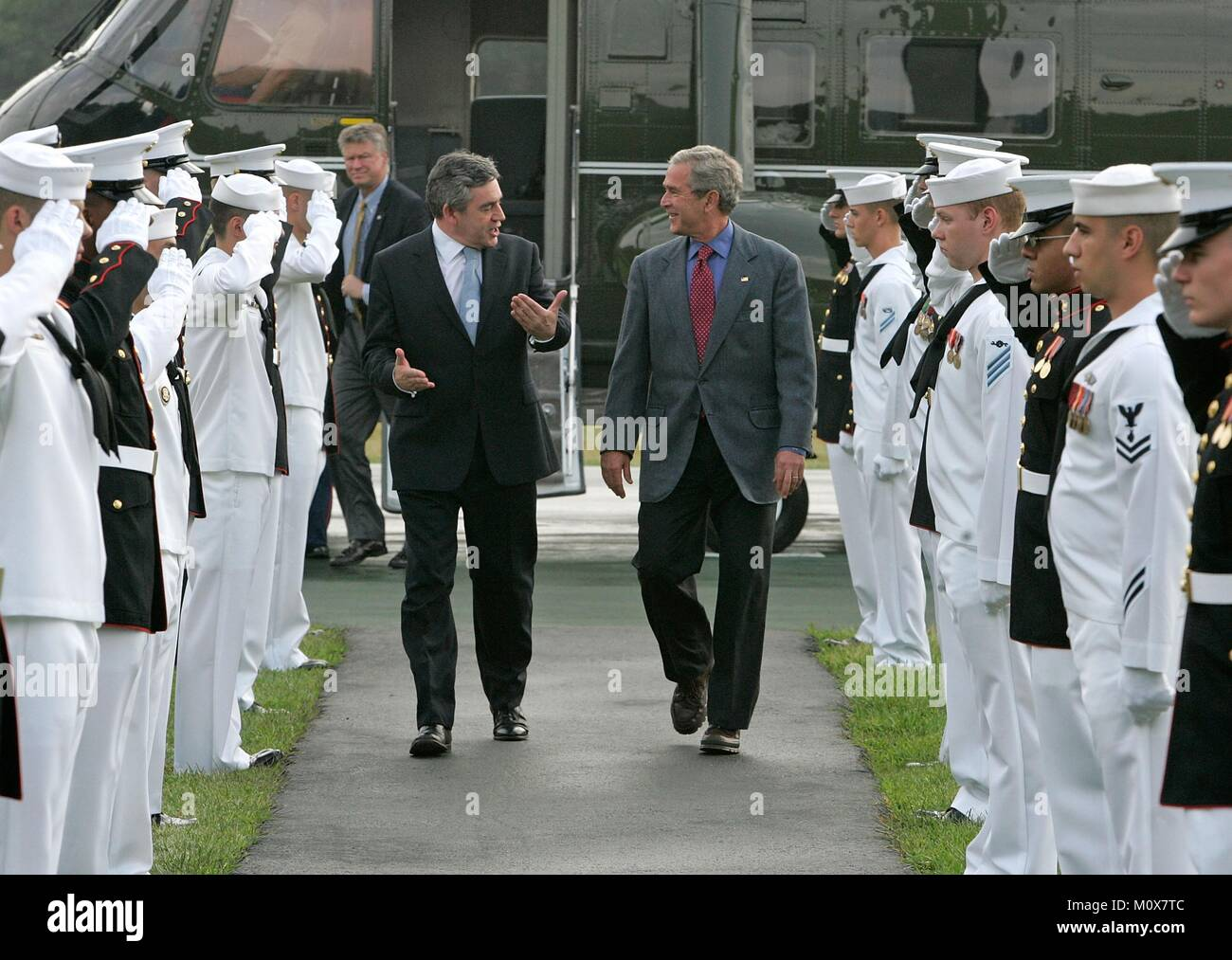CAMP DAVID, MD - JULY 29: (AFP OUT) U.S. President George W. Bush (R) greets British Prime Minister Gordon Brown - Stock Image